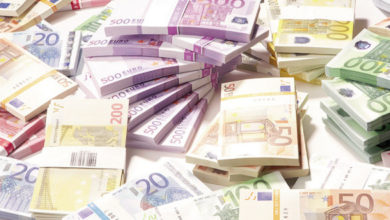 صورة تهريب 689،000 آورو تحت حماية نائب رئيس المجلس الشعبي الوطني …
