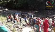 صورة مقتل 35 شخصا وإصابة 17 آخرين إثر سقوط حافلة في واد بكشمير الهندية