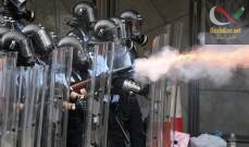 صورة متظاهرون يحاولون اقتحام البرلمان في هونغ كونغ