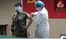 صورة باحثة صينية تحقن نفسها بلقاح قيد التجربة ضد كورونا