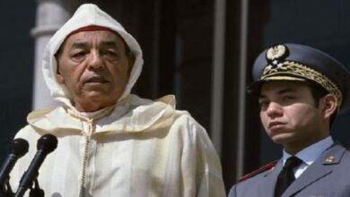 صورة الملك المغربي الراحل الحسن الثاني يبكي ويطلب النجدة بعد رد الجيش الجزائري على الاعتداء المغربي … شهادة تاريخية مهمة للغاية …