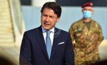 صورة استقالة رئيس الوزراء الإيطالي جوزيبي كونتي من منصبه