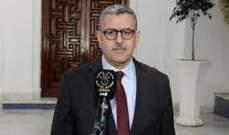 صورة رئيس الحكومة الجزائرية عبد العزيز جراد يقدم استقالته من منصبه