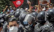 صورة الجيش التونسي ينتشر في مقر الحكومة ويمنع الموظفين من دخول المبنى