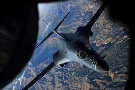 صورة قاذفتان استراتيجيتان للقوات الأمريكية تحلقان فوق البحر الأسود