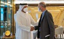 صورة وزير خارجية قطر بحث مع المبعوث الأميركي إلى إيران بالتطورات في طهران